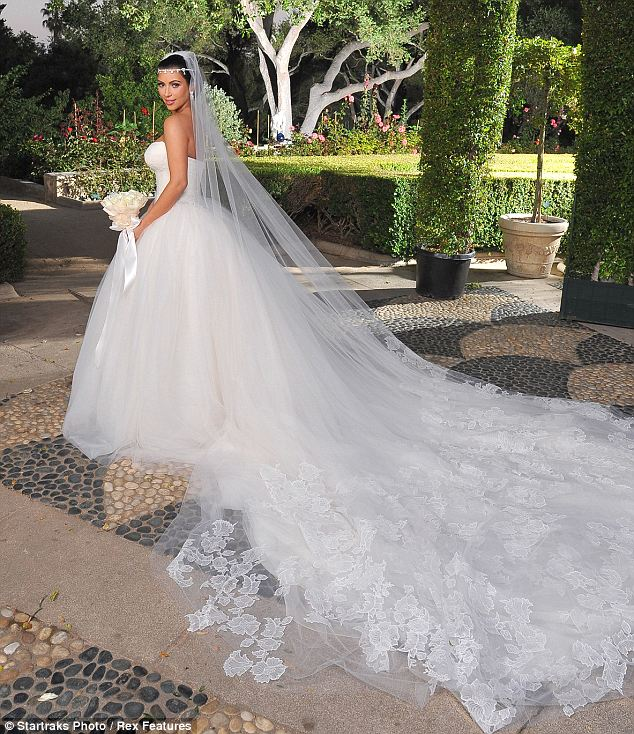 Kim K Wedding Gown: Vera-wang-Kim-Kardashian-Wedding-Dresses